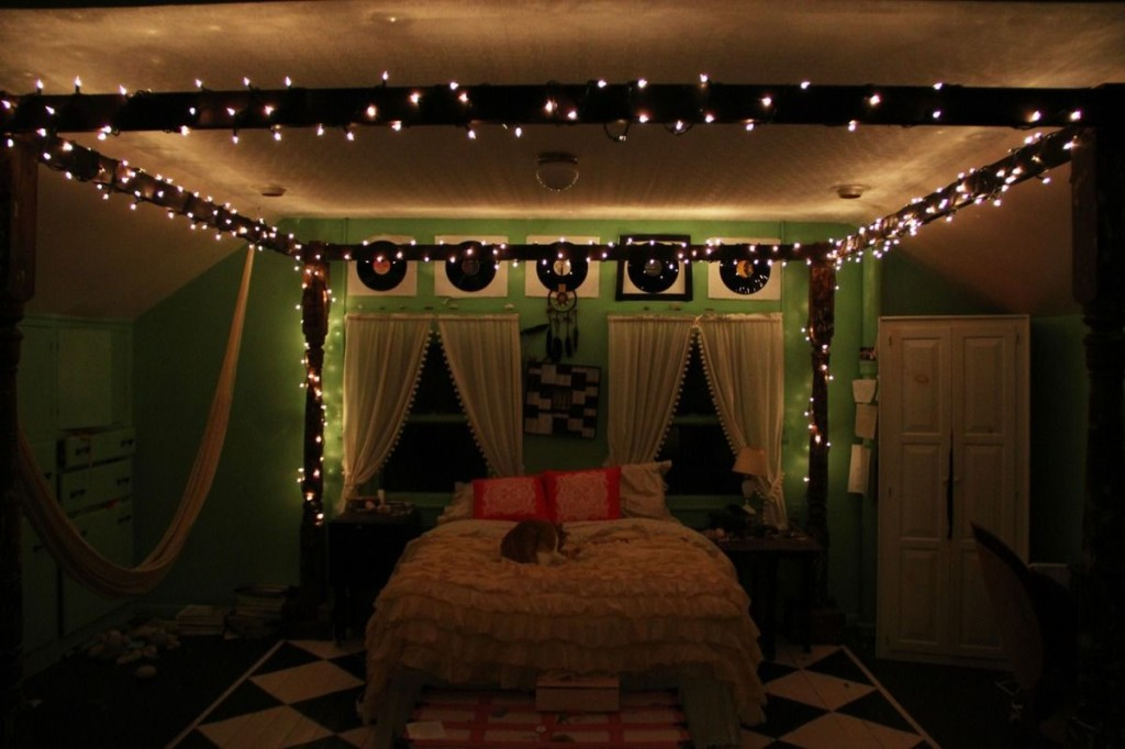 Christmas lights on bedroom ceiling 15 ways to express happiness warisan lighting for Young woman bedroom and string lights