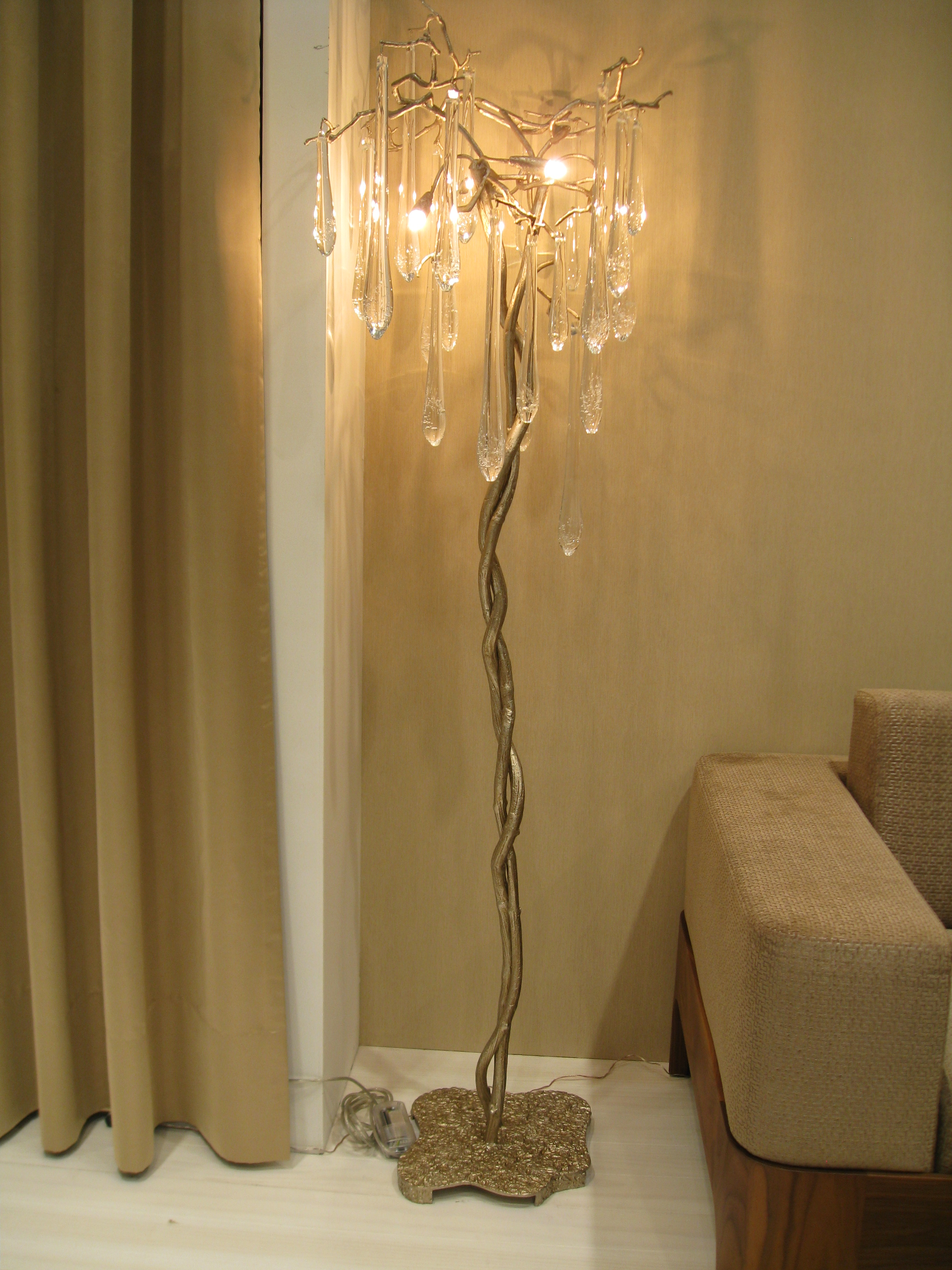 selecting floor lamp