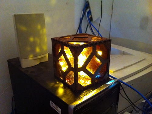 Red-stone-lamp-photo-1