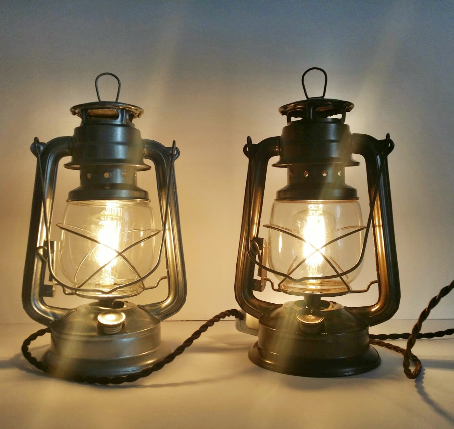 Illuminate Your Rooms With The Antique Shades From Rustic Desk Lamps