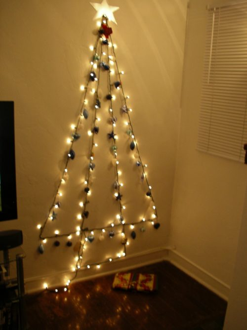 wall-christmas-tree-with-lights-photo-11