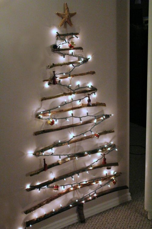 wall-christmas-tree-with-lights-photo-7