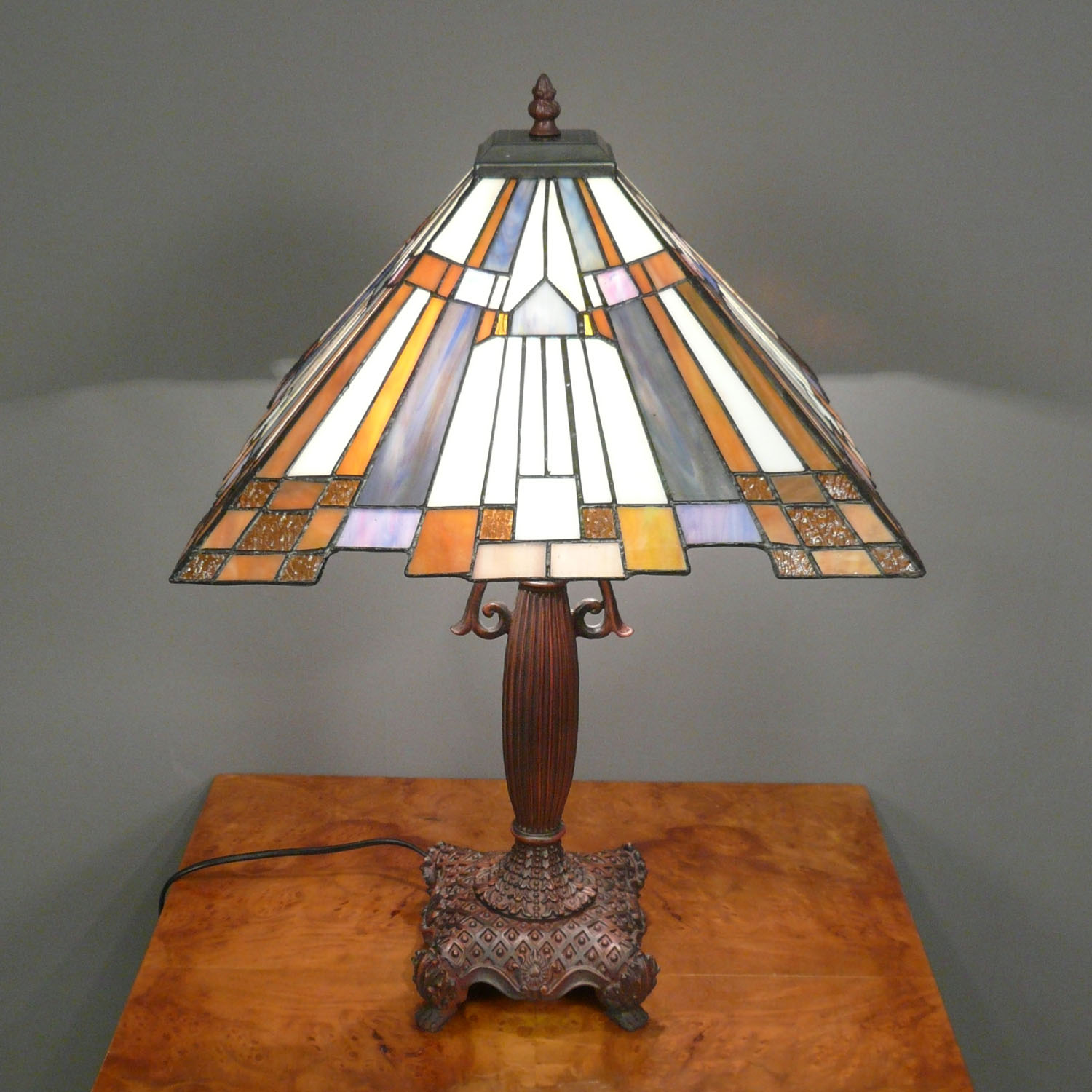 Get The Feeling Of Old Times With Art Deco Lamps Warisan