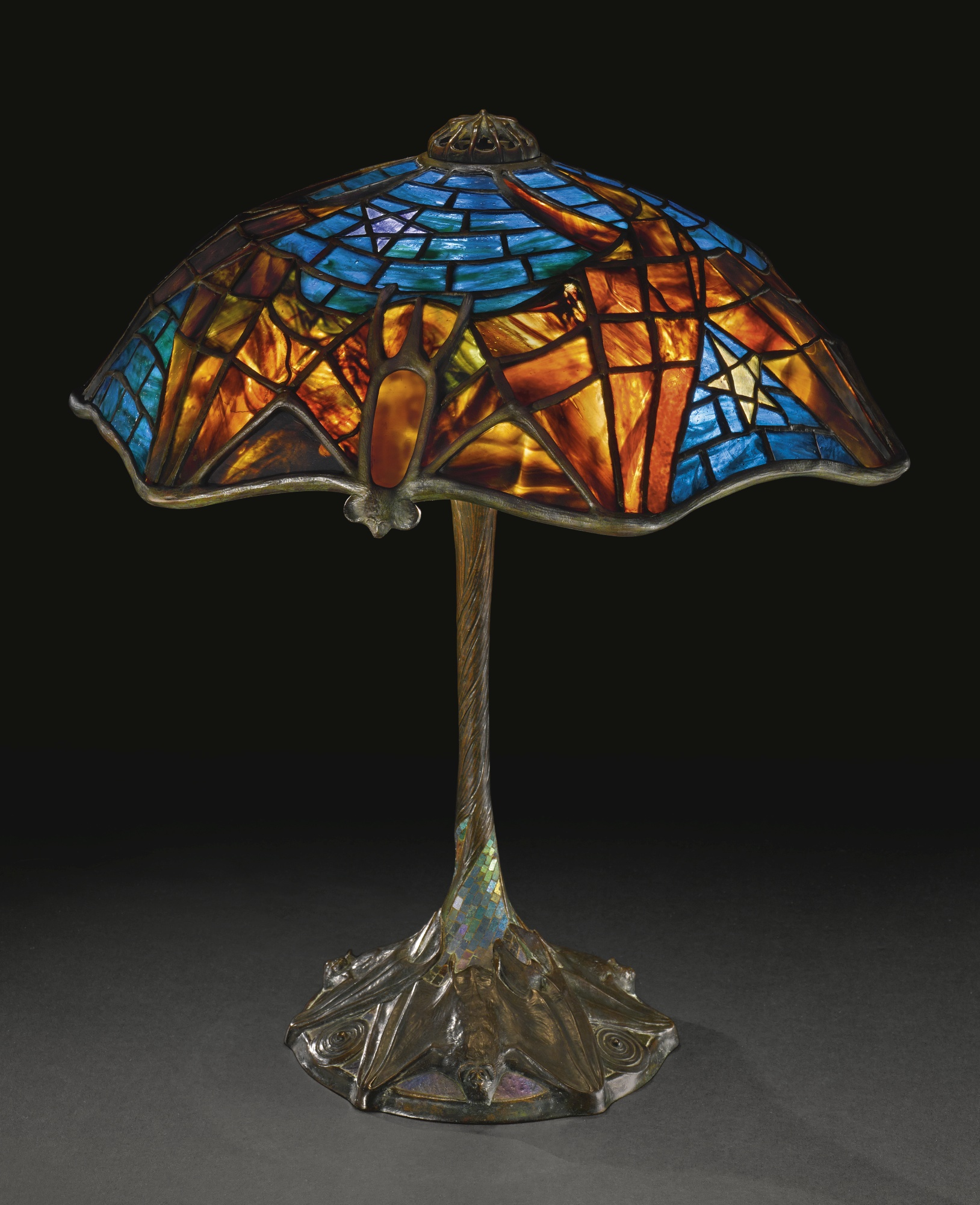 10 facts about authentic tiffany lamps warisan lighting for Tiffany lampen