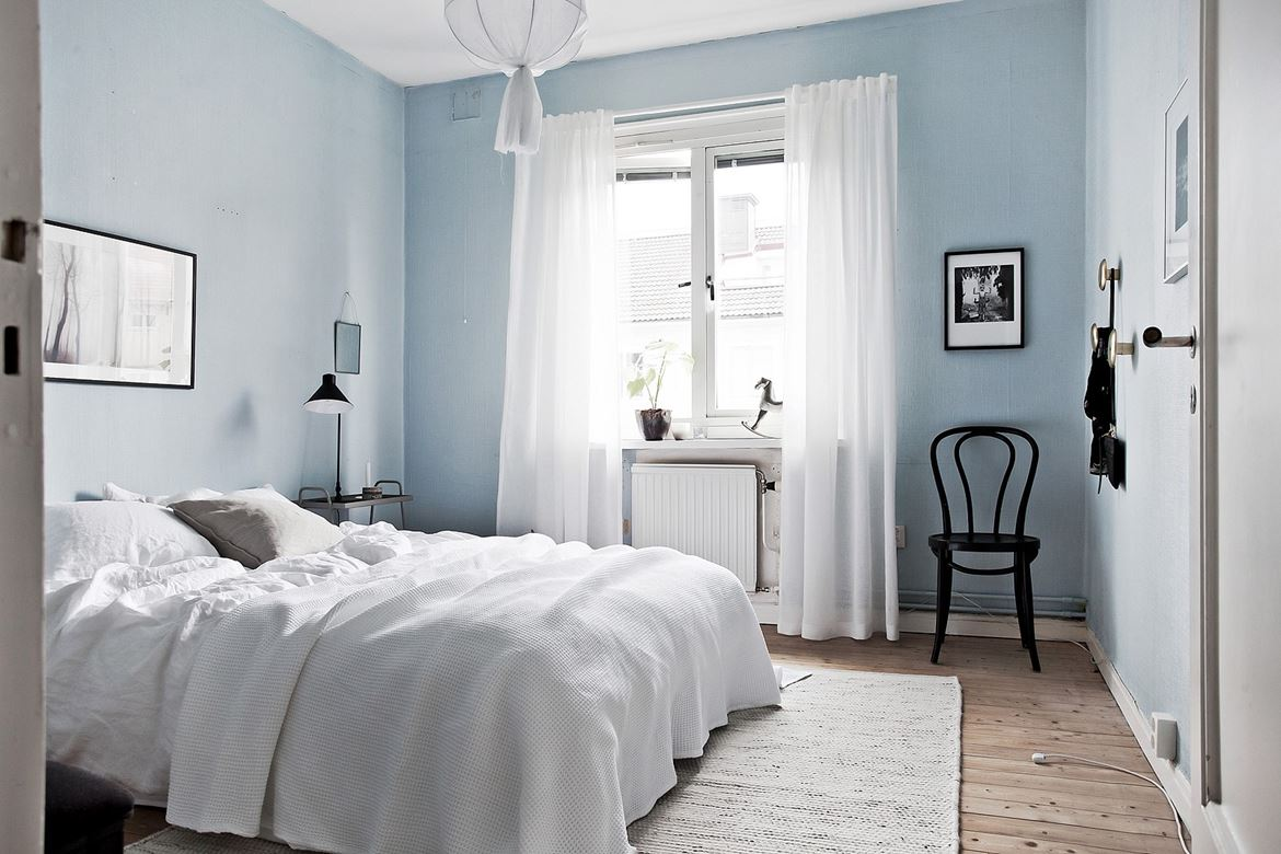 top 10 light blue walls in bedroom 2019 warisan lighting. Black Bedroom Furniture Sets. Home Design Ideas
