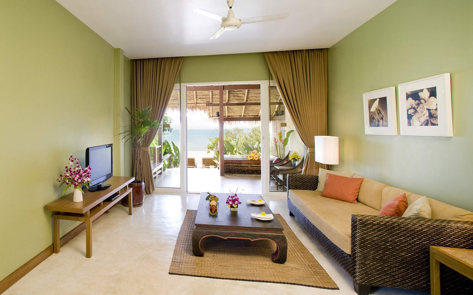 Decorate Your Living Room With Light Green Walls Living Room