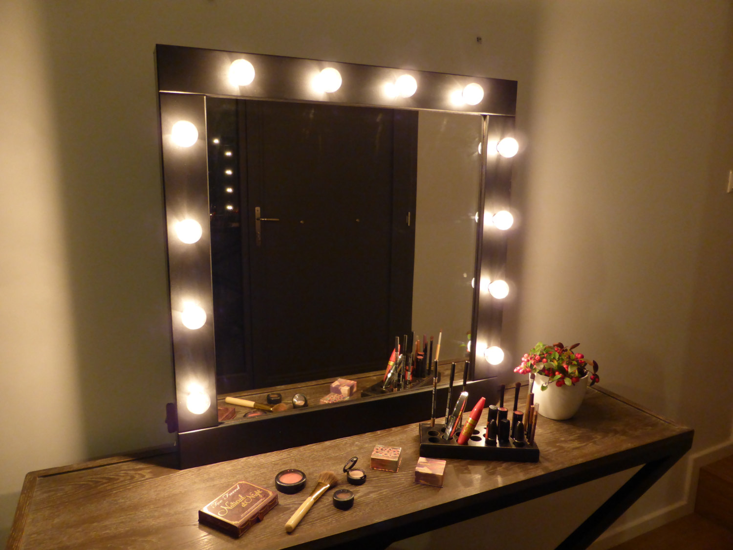 2 Home Lighted Mirror. TOP 10 Makeup wall mirror with lights of 2017   Warisan Lighting