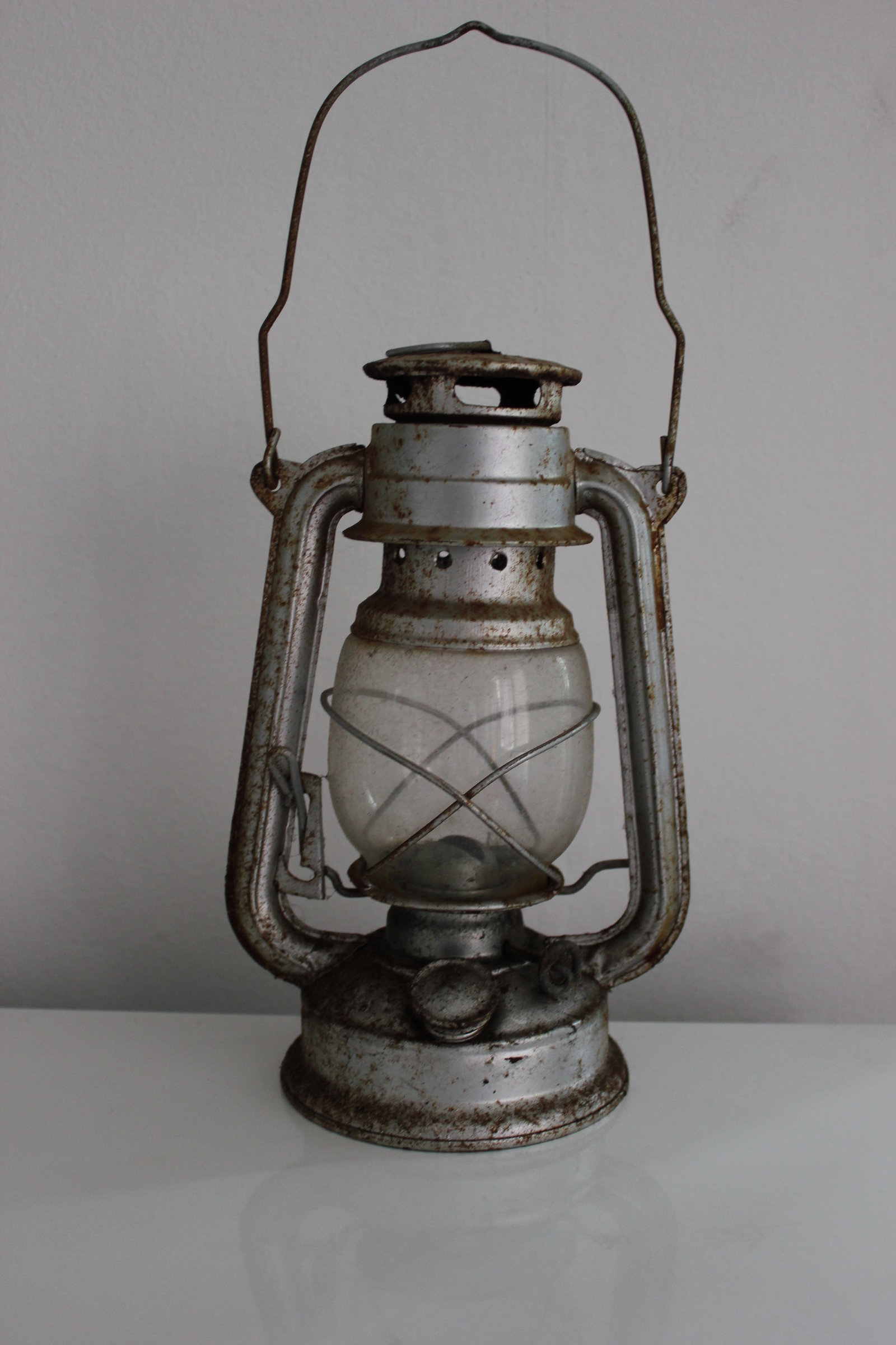 Old oil lamps - Bringing the vintage lighting to style | Warisan ...