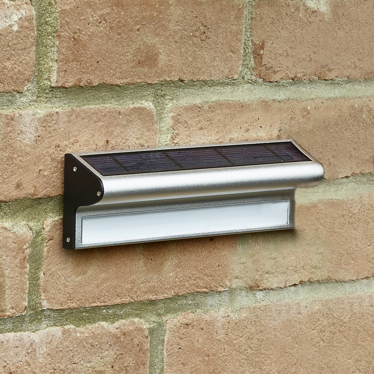 Outdoor Solar Wall Lights To Lit Up Your Garden Patio Or
