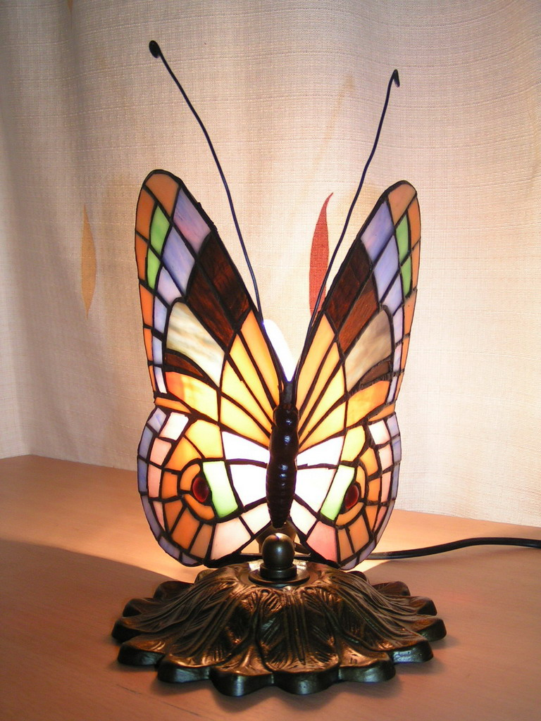 Use Stained Glass Butterfly Lamp To Lit Your Home