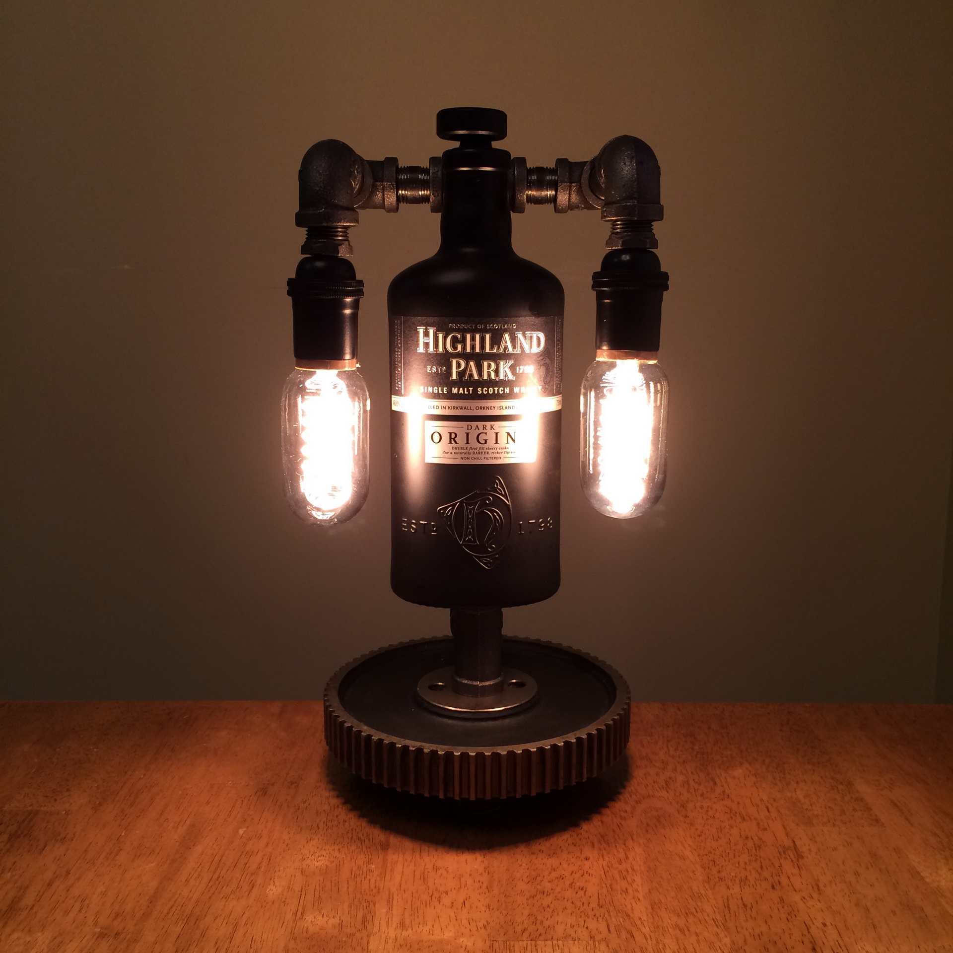 steampunk lamps 25 ways to add a touch of vintage and. Black Bedroom Furniture Sets. Home Design Ideas