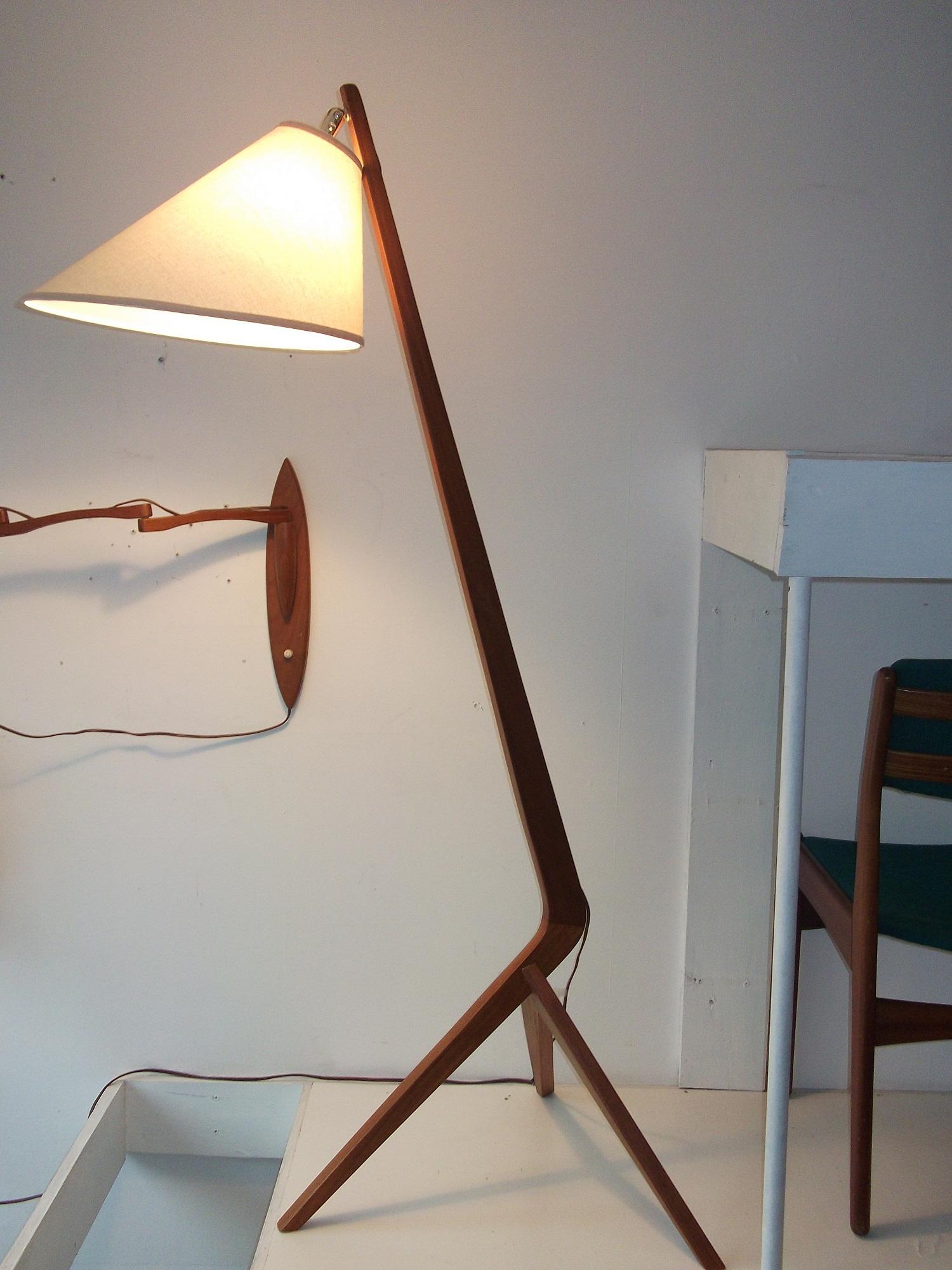 Teak Floor Lamps: Ideal Placement of Teak Floor Lamps,Lighting