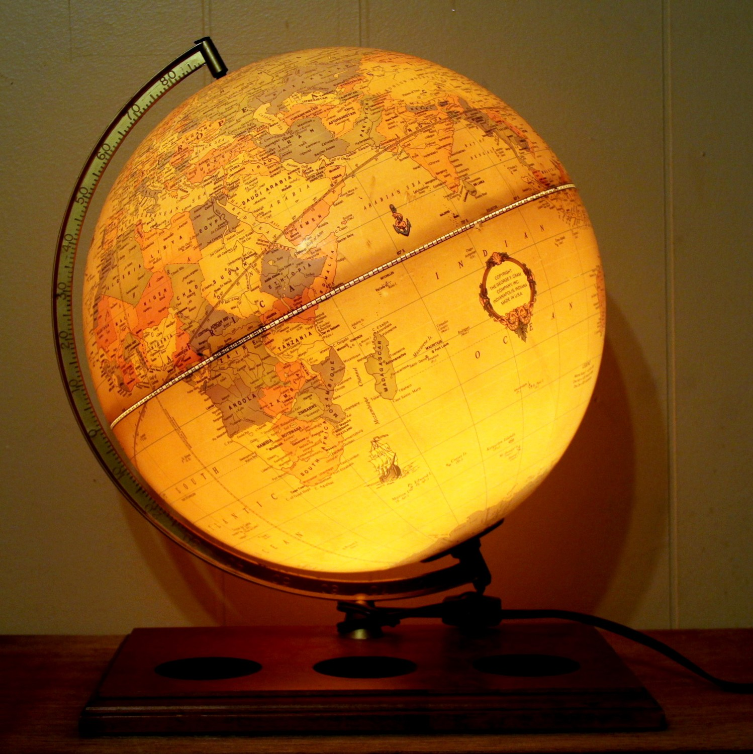 10 Benefits Of Vintage Globe Lamp Warisan Lighting