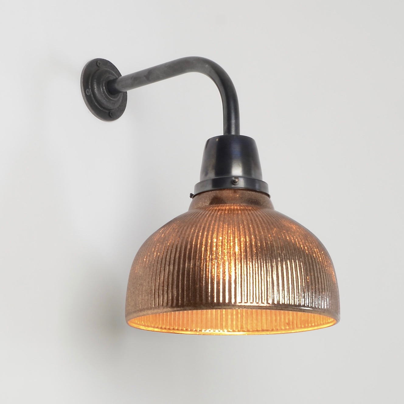 Vintage industrial wall lights add security to your for Industrial outdoor lighting