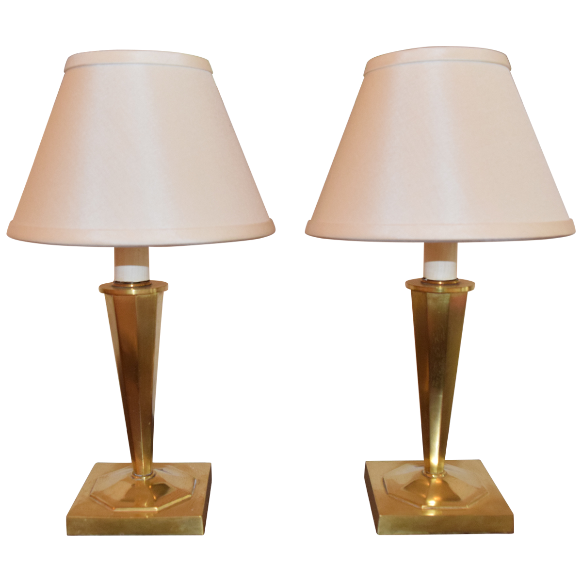 25 vintage table lamps for a retro home decor warisan lighting a perfect vintage table lamp exudes class and elegance that speaks not only about the lamp but also about your fine obsession for all things beautiful greentooth Gallery