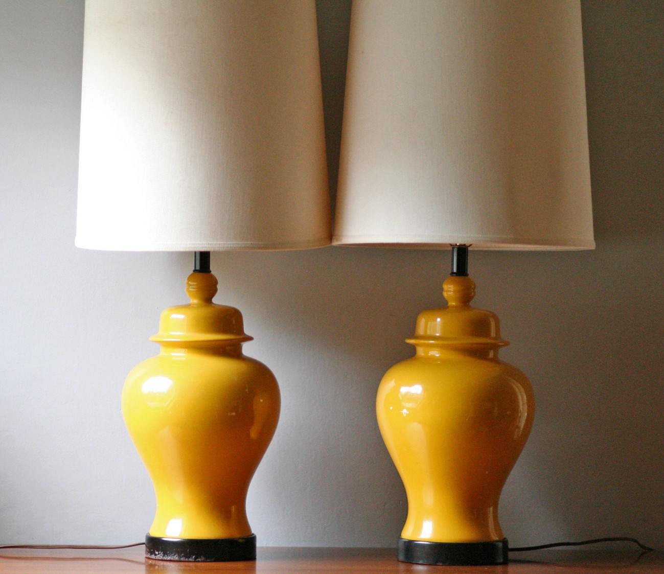 yellow ceramic table lamp gives highlights to any zone of your room