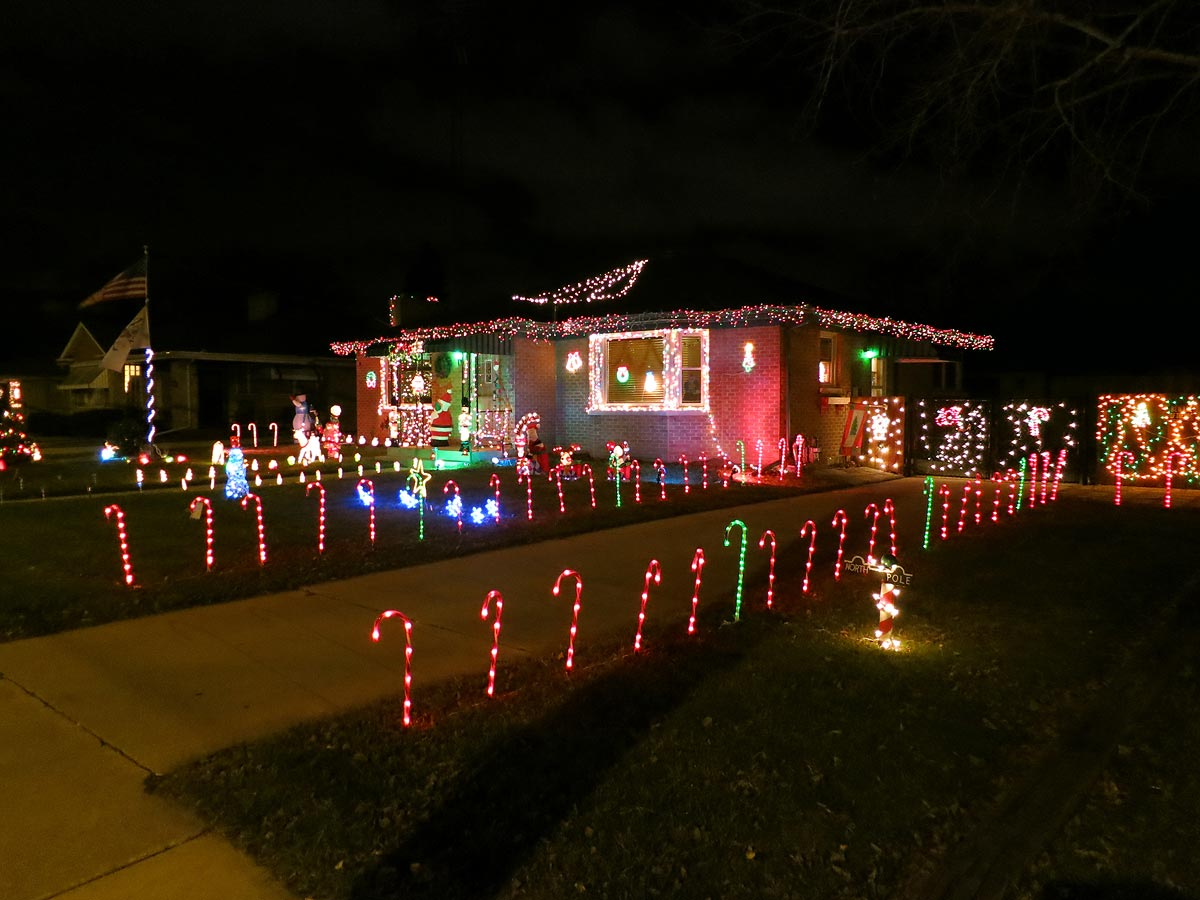 candy-cane-outdoor-lights-photo-12
