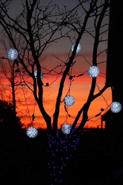Christmas Light Spheres Outdoor 15 Festive Ways To