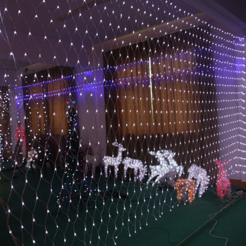 christmas outdoor net lights make your evenings fun classic and remarkable warisan lighting. Black Bedroom Furniture Sets. Home Design Ideas