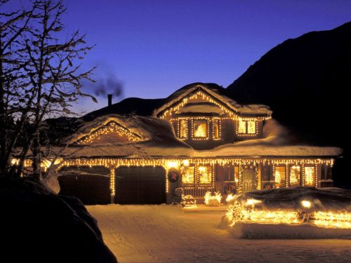 colored-outdoor-christmas-lights-photo-14
