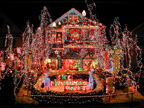colored-outdoor-christmas-lights-photo-15