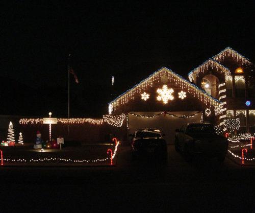 easy-outdoor-christmas-lights-photo-14