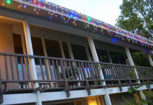 hang-outdoor-christmas-lights-photo-12