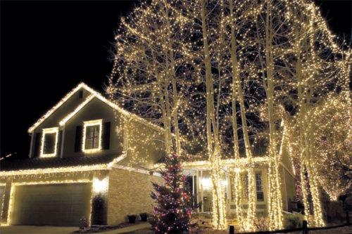 hang-outdoor-christmas-lights-photo-13