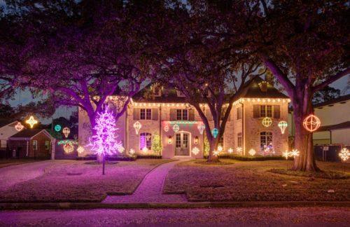 hang-outdoor-christmas-lights-photo-14
