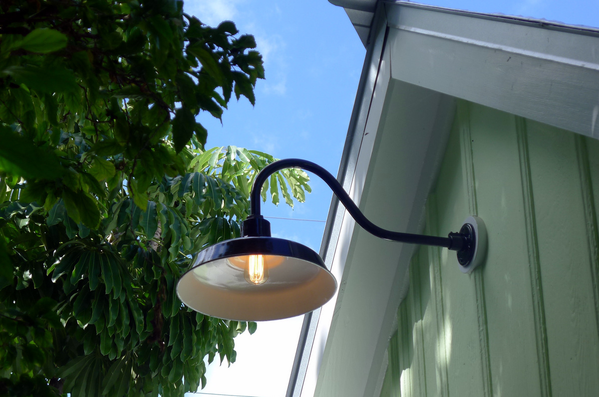 Barn lighting outdoor - 10 ways to color and beautify your outdoor ...