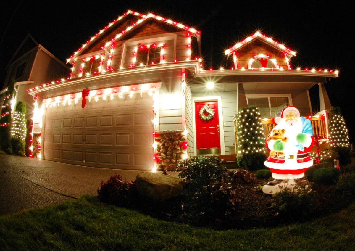 make a place look lively and attractive christmas globe lights outdoor - Christmas Outdoor Lighting