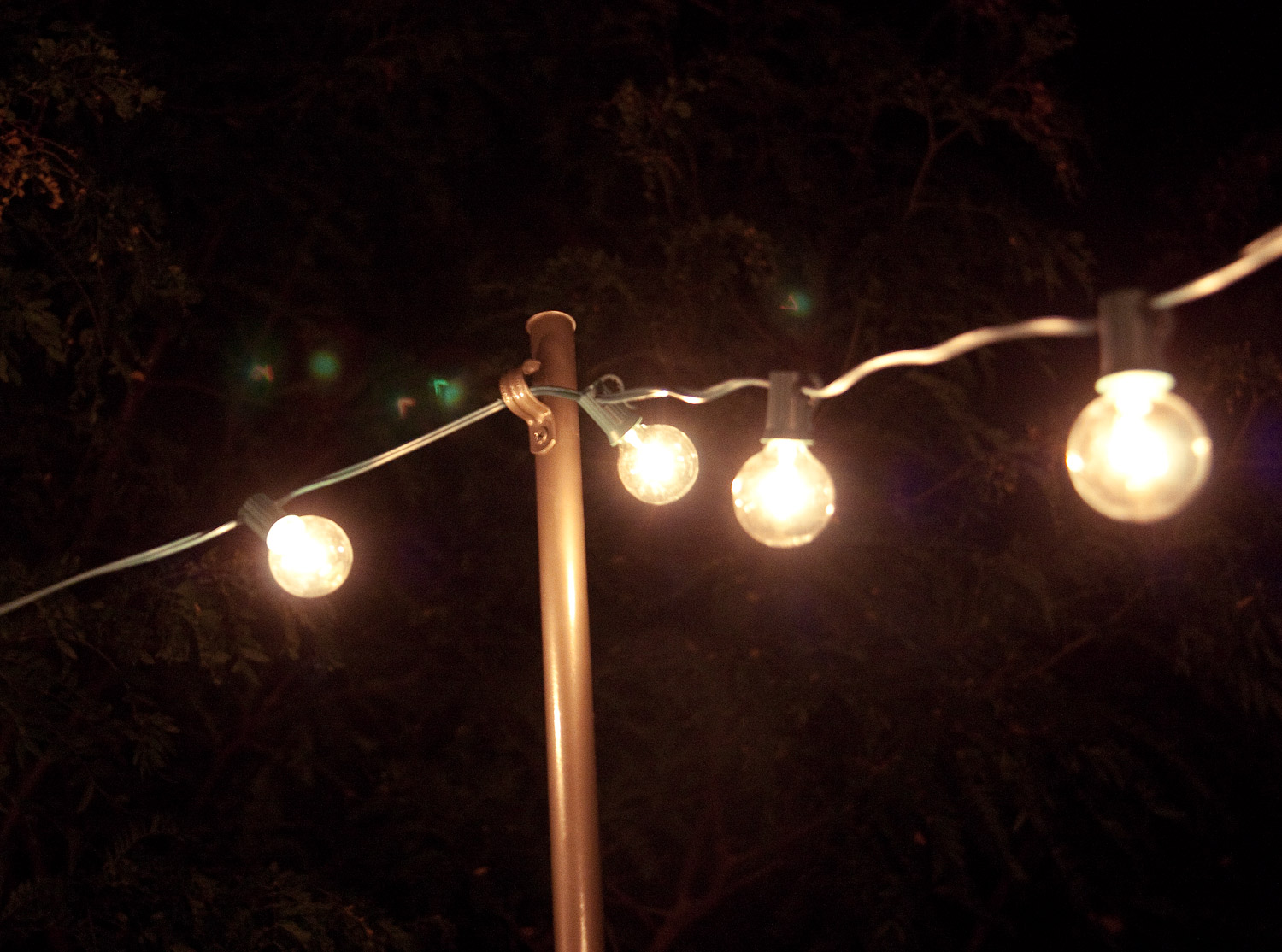 Decorative string lights outdoor 25 tips by making your for Outside lawn lights