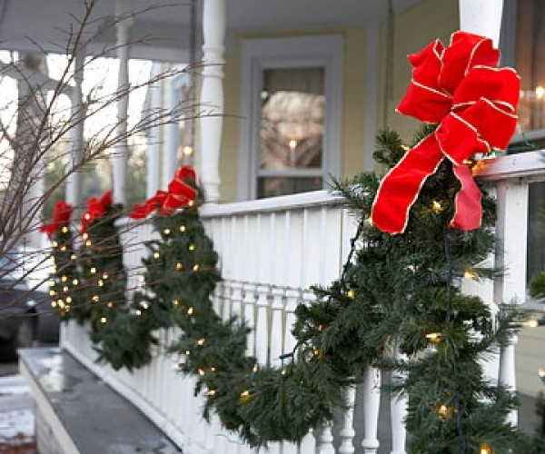 Garland christmas lights outdoor 15 fancy decorative Outdoor christmas garland ideas