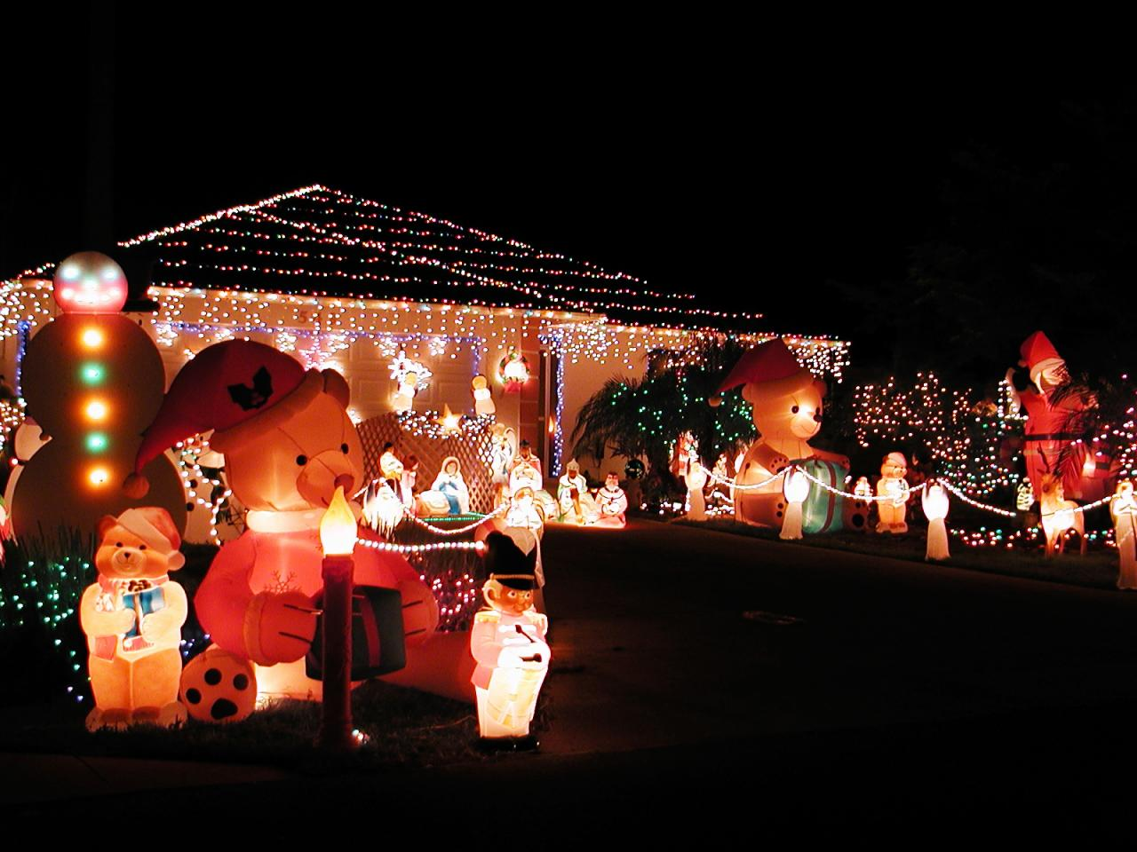 Make Christmas Memorable With Giant Outdoor Christmas