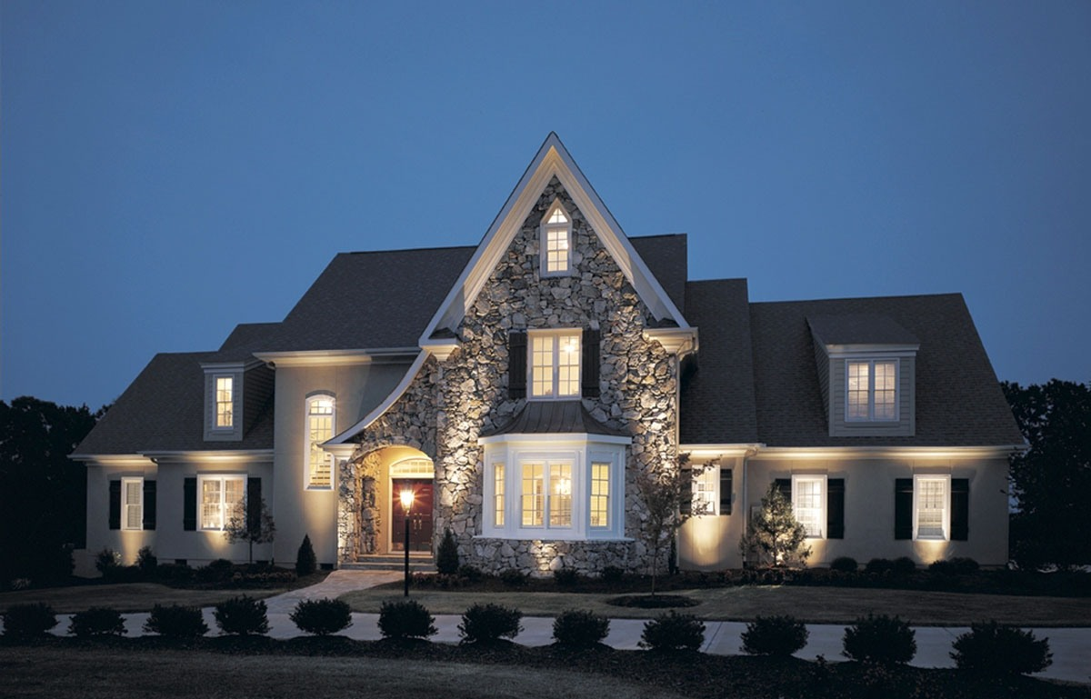 10 benefits of home outdoor lights warisan lighting for Outside home lighting