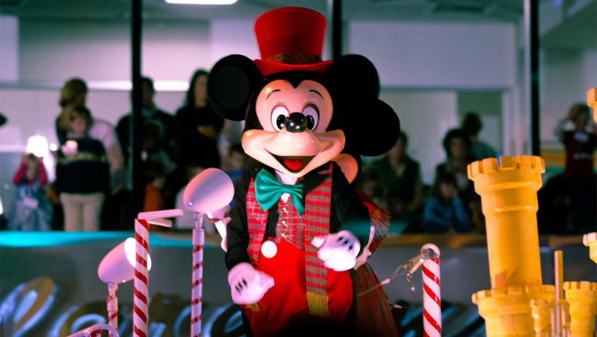4 its time for christmas party - Mickey Mouse Christmas Lights