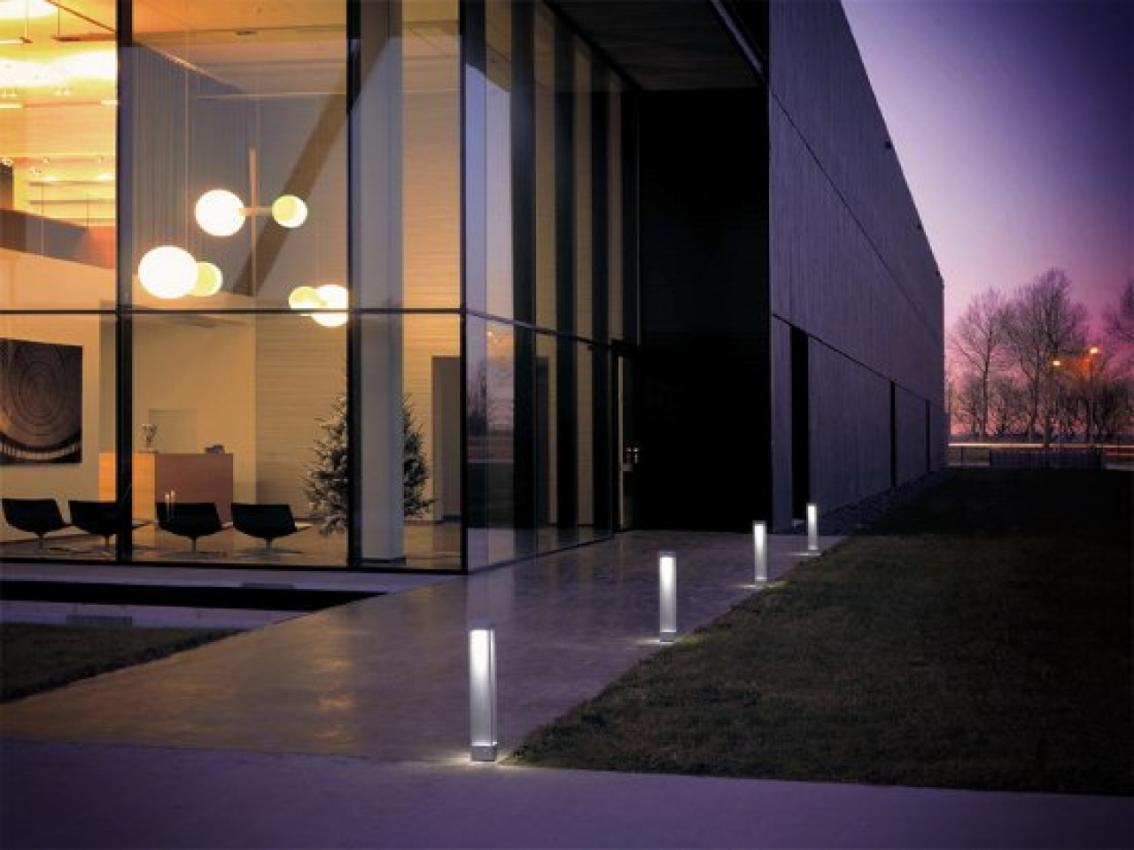 Get 25 sorts of possibilities with modern outdoor lights for Outdoor landscape lighting fixtures