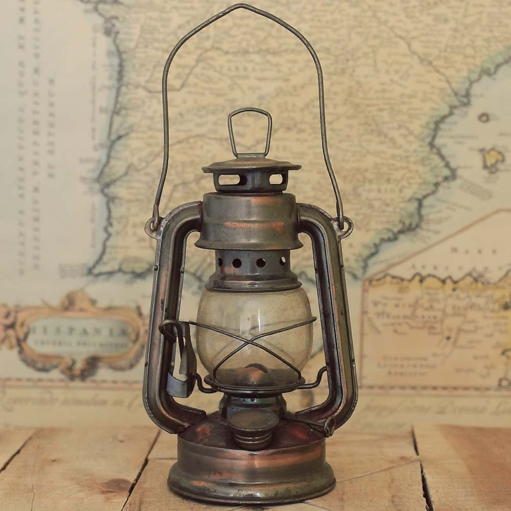 antique oil lamps photo - 8