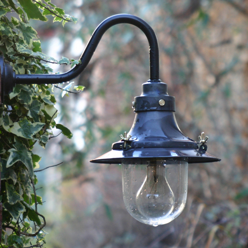 Image gallery outdoor lighting antique for Vintage exterior light fixtures