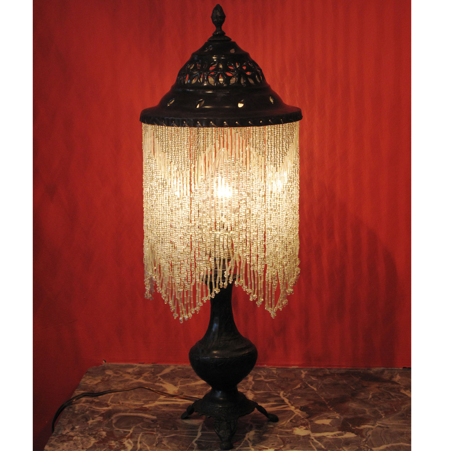beaded table lamp photo - 1