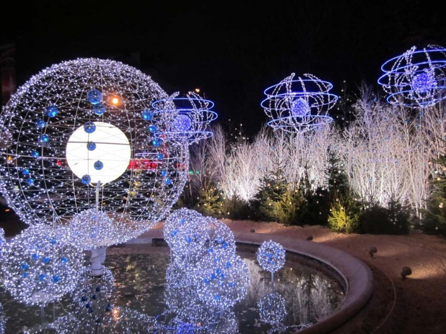blue and white outdoor christmas lights photo - 2