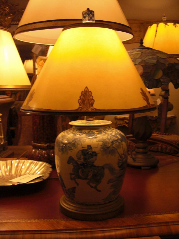 blue and white porcelain lamp photo - 4