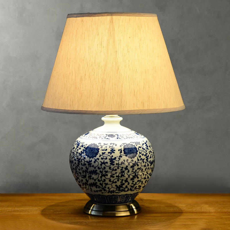 blue and white porcelain lamp photo - 5