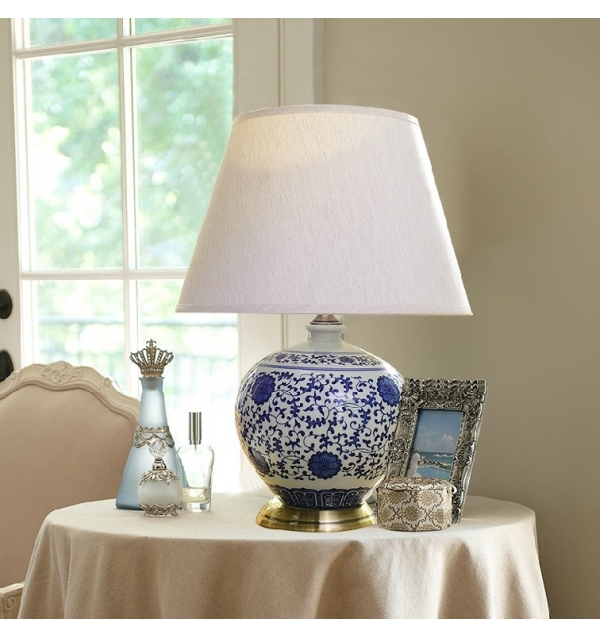 blue and white porcelain lamp photo - 6