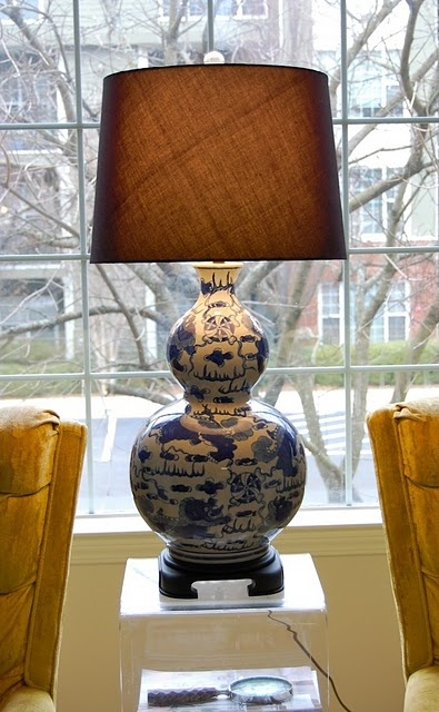 blue and white porcelain lamp photo - 7
