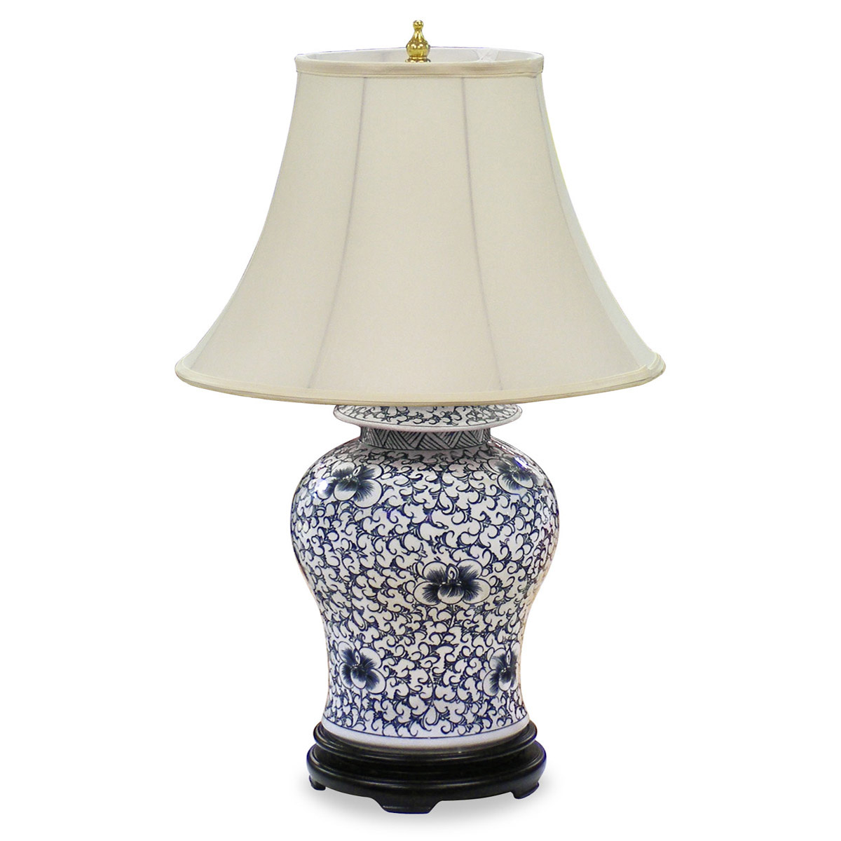 blue and white porcelain lamp photo - 9
