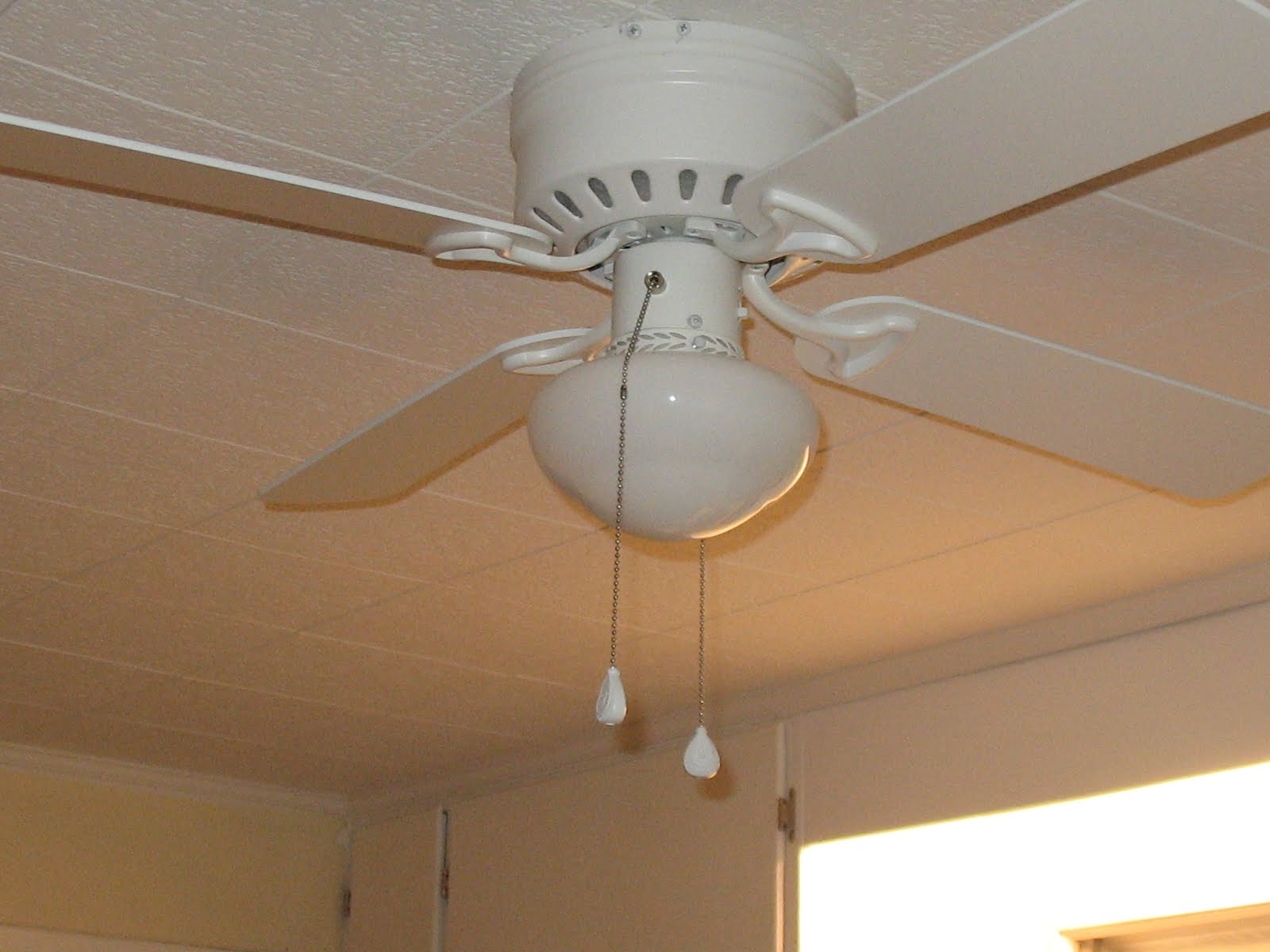 Kitchen Ceiling Fans : Tips to help you get the right ceiling fan for kitchen