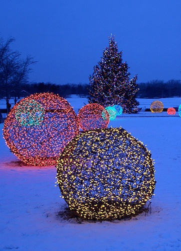 Christmas light spheres outdoor 15 festive ways to Large outdoor christmas decorations to make