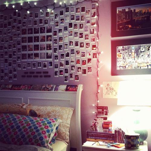 christmas lights on bedroom wall photo - 4