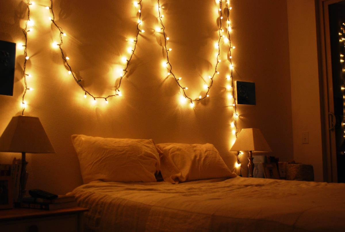 Top 10 christmas lights on bedroom wall 2018 warisan for Wall light fixtures bedroom